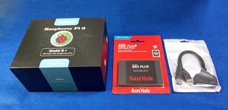 購入したラズパイとSSDとUSB-SATA変換ケーブル